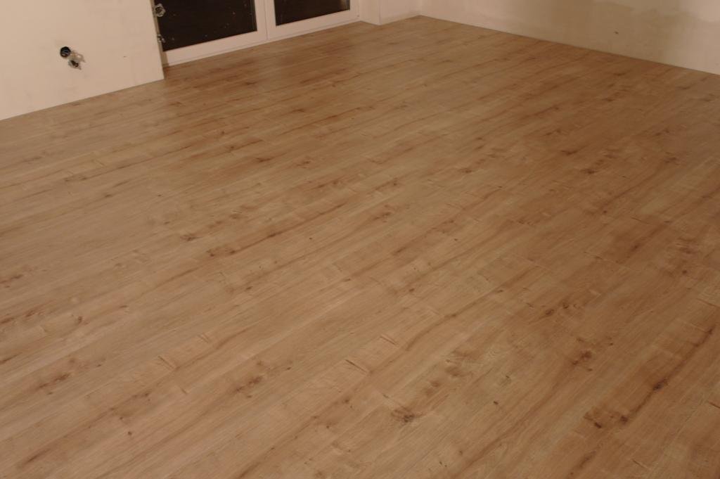 Laminatboden Schulte Räume | 100 V-Diele | Eiche weiß | 1-Stab